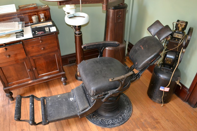 old_dentist_chair_by_enchantedwhispers-d5g10lf