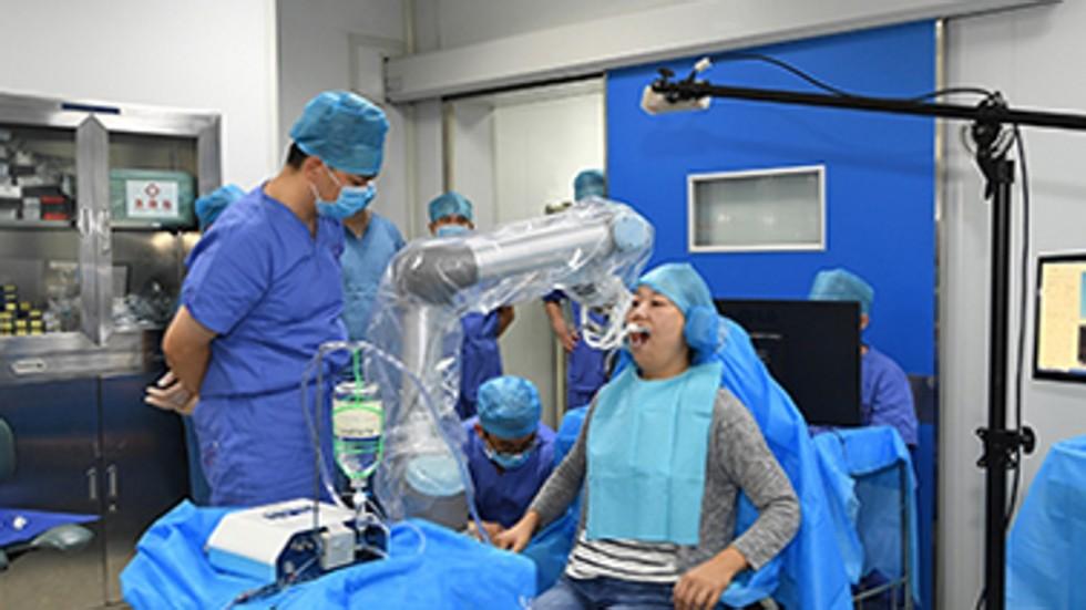 ربات جراح ایمپلنت